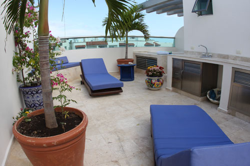 private roof top jacuzzi and lounge area