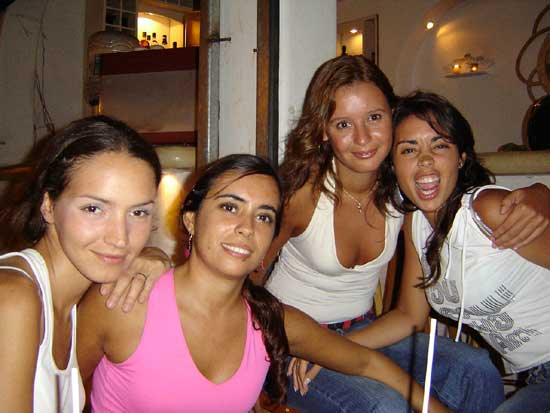 playas girls How to think and act like a player (playa) girls will flock to a player if he looks like he can offer them a good time, so don't get caught up with fights.